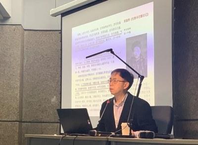 Professor Delin Lai presenting his paper.