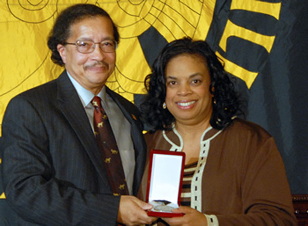 Dean J. Blaine Hudson presents the College of Arts and Sciences Hall of Honor medallion to Connie Unseld, accepting on behalf of her husband. Wes Unseld was unable to attend the November 9, 2007 induction ceremony.