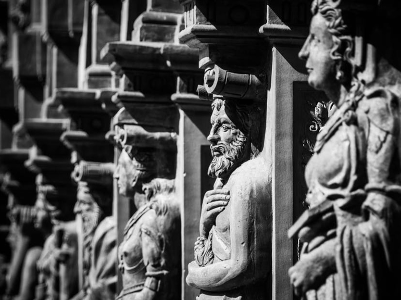 renaissance schallaburg figures facade
