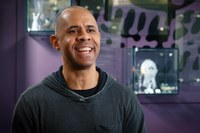 Fine Arts Prof. Ché Rhodes named Educator of the Year by Louisville Visual Art