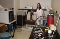 bruker EMX ERR Spectrometer, women working in lab
