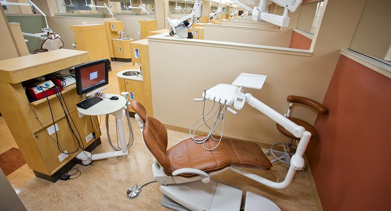 Image of a dental clinic patient room at the University of Louisville School of Dentistry