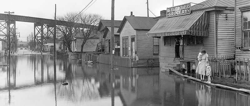 Old photo of downtown Louisville during a flood.