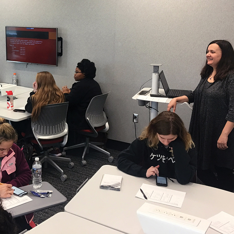 Librarian Lidiya Grote teaches students in a section of the spring 2019 FYF seminar.