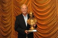 Doug Myers ('74) receives Peter Perlman Trial Lawyer Award