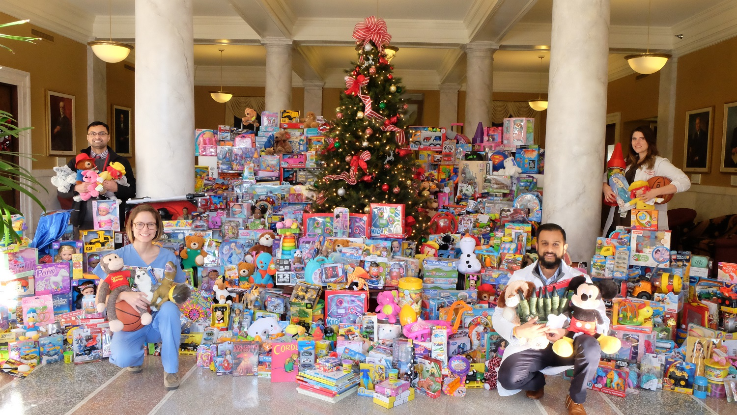 Toys For Tots Community : Toys for tots drive by uofl medical residents brings in