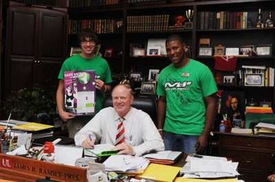President Ramsey signing the Green Dot Pledge with Men of PEACC