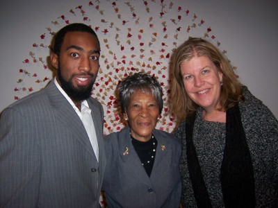 Picture of Roberta Kniffley, her grandson, and Dr. Burns