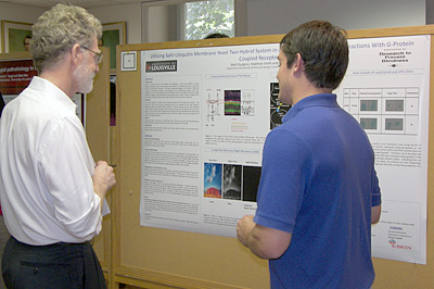 Dr. Ron Gregg talking with KBRIN summer student at Poster Session