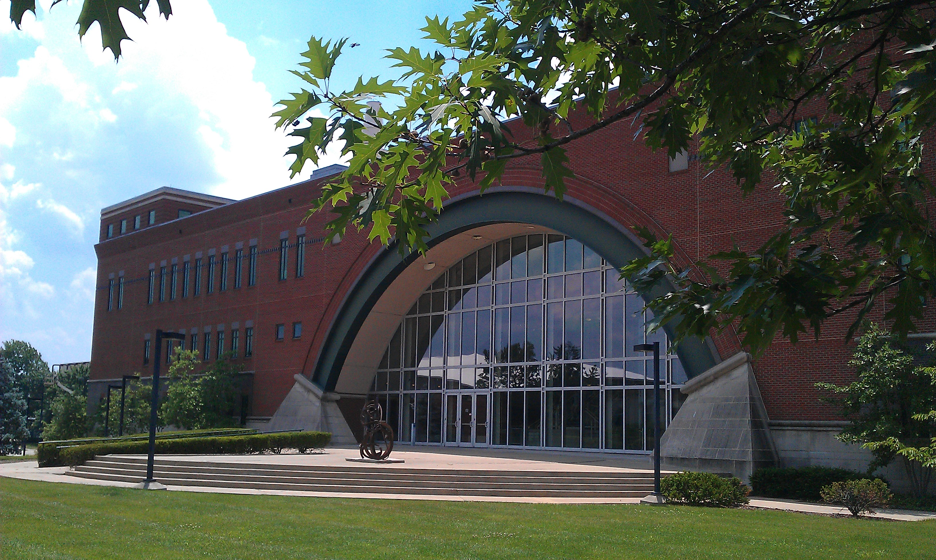 Lutz Hall in the Summer