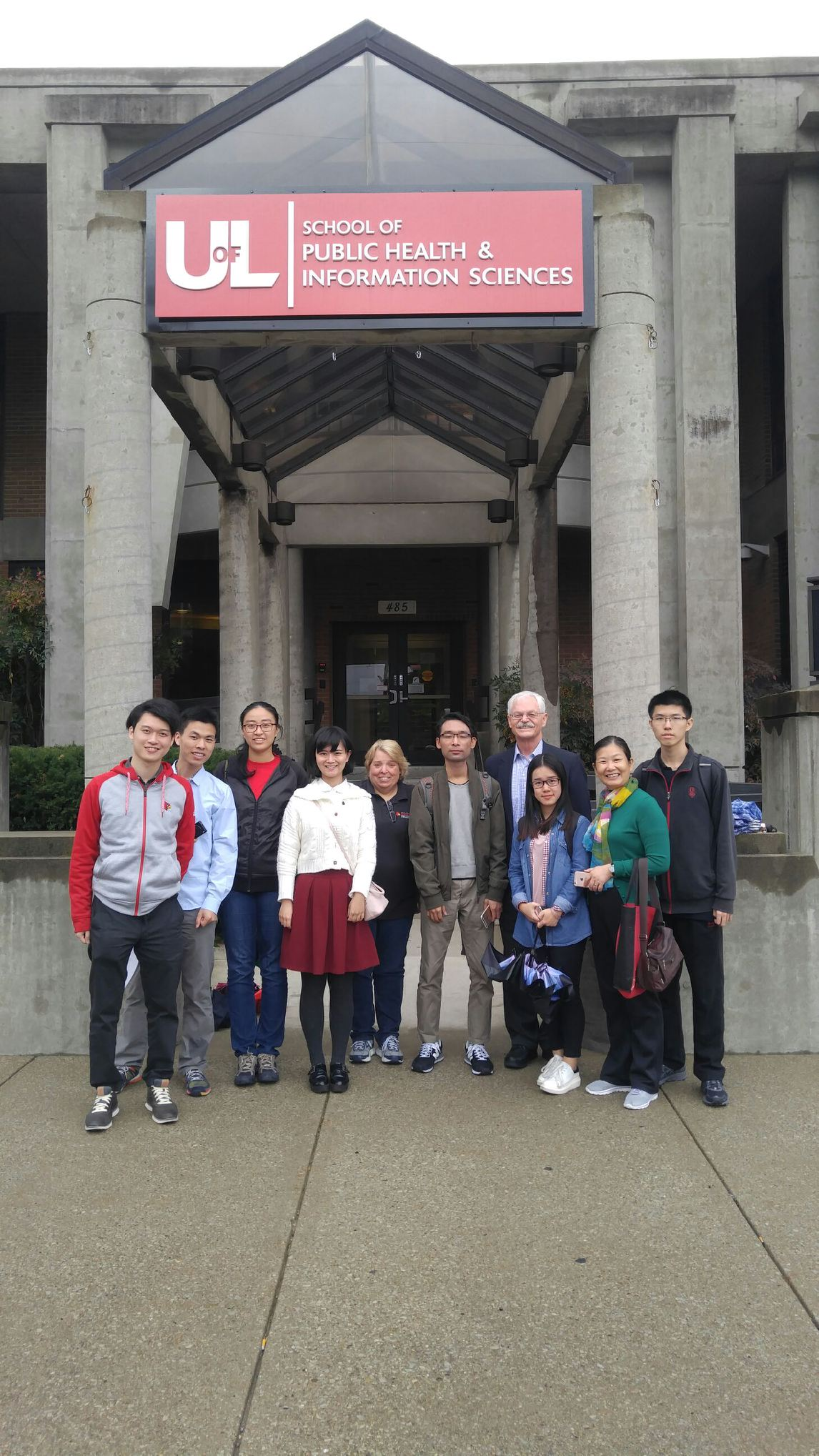 Chinese students learn about public health in the United States