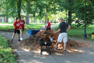 Women's Basketball Team Volunteers at Central Park Improvement Day 6-5-21